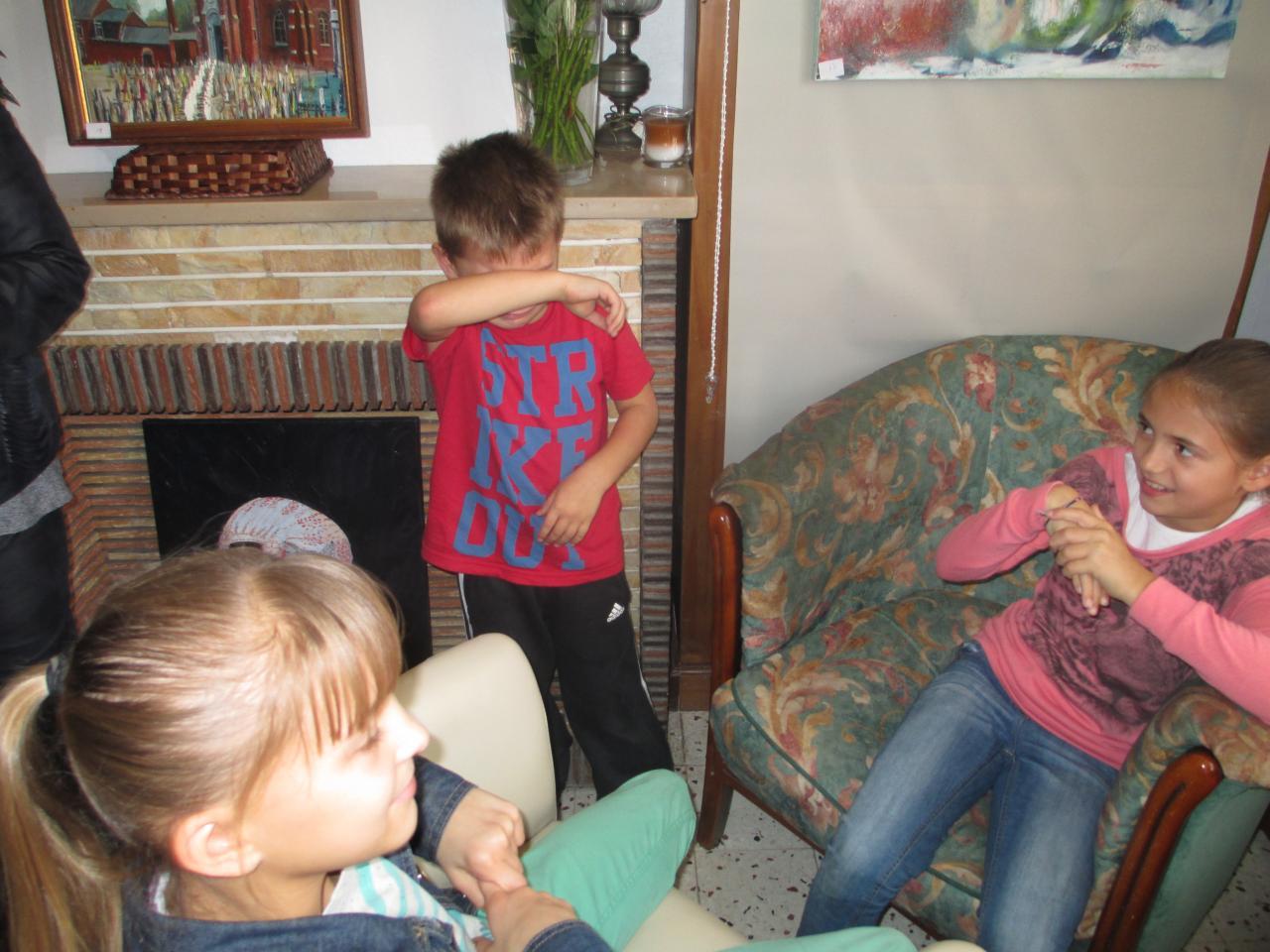 les enfants ont apprécié les couleurs du papillon.......