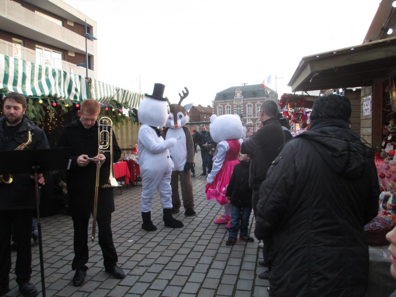 les animations avec Hello Kitty et la Reine des Neigne